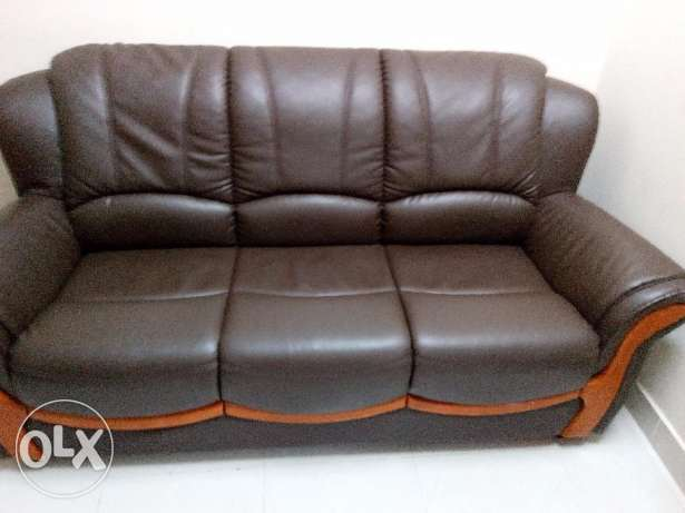 D 150 / Brand New 5 Seater leather Sofa المحرق‎ -  2