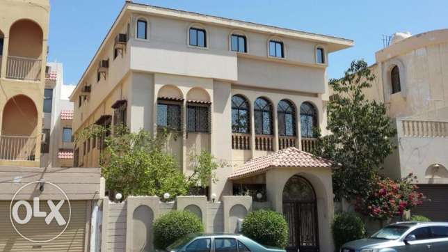 Luxury villa for sell in Mahooz Nearby American Embassy
