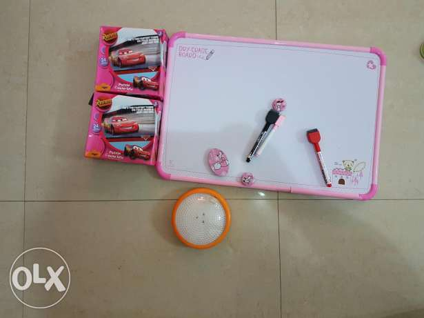 White board with battery lamp and 2 puzzles جفير -  3