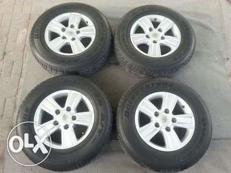 landcruiser alloy wheels with tires in very good condition for sale