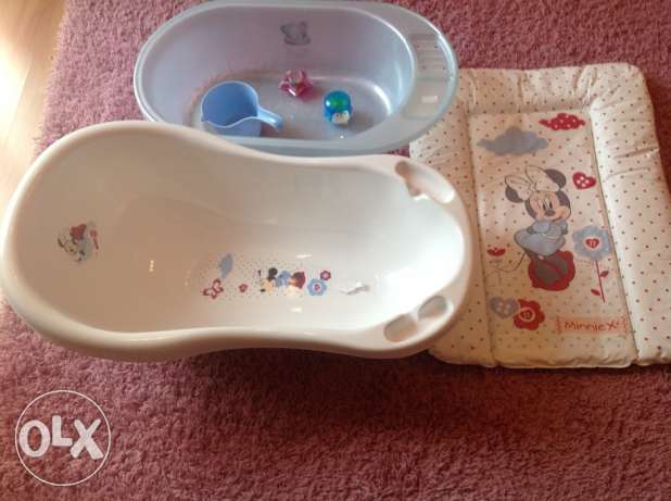 Baby bath tub and changing mat