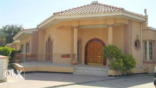 JBA19 3br semi furnished villa close saudi cause way