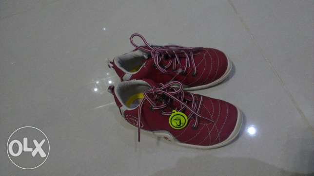 New kids shoes size 23
