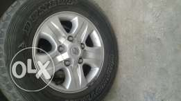 Land crusier 2007 rims and Dunlop tires 17inch