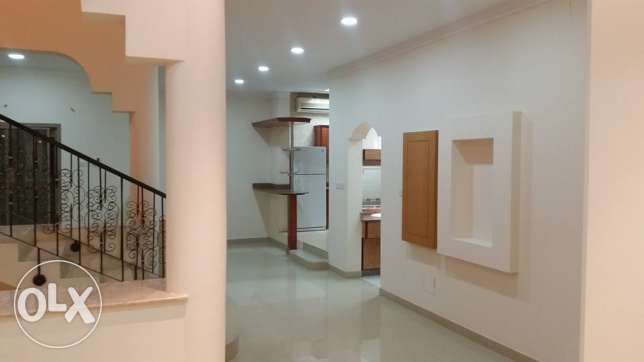 semi furnished villa close to Saudi causeway bisb جانبية -  2